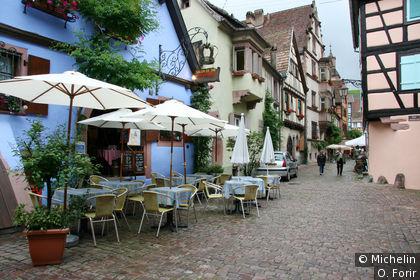 Dans la rue de la Couronne.