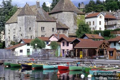 Thonon-Les-Bains (Chablais) le port de Rives et le chateau de Rives