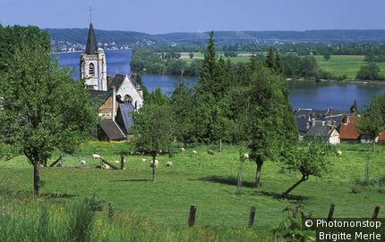 Villequier, village en bord de Seine, pré verdoyant