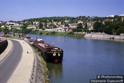 77. Montereau-Fault-Yonne, au confluent de la Seine et de l'Yonne