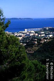 Vue sur la ville et  les Iles d'Hyères