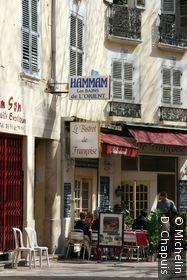 Terrasse de café dans la vieille ville
