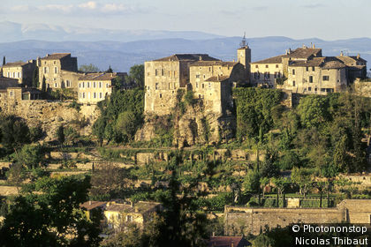 Ménerbes (Plus Beaux Villages de France) vue générale du village perché dit la Citadelle