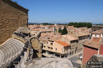 Vue de la vieille ville depuis le théatre antique