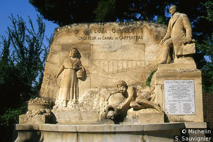 Monument dédié à Louis Giraud, créateur du canal de Carpentras