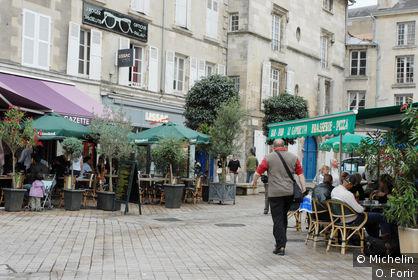 Place Alphonse Lepetit.