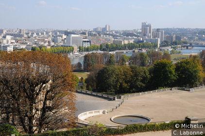 Vue de Paris depuis le haut du parc