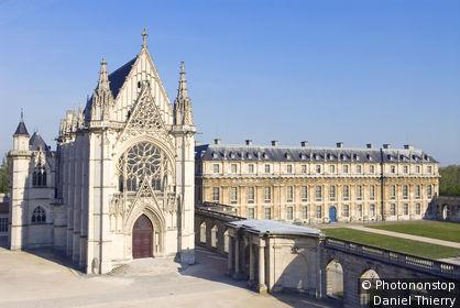 94. Vincennes, château, Sainte Chapelle et Pavillon de la Reine séparés par portique