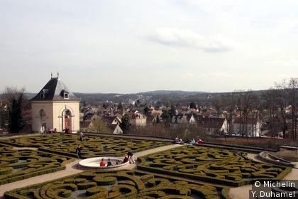 Vue depuis les jardins du chateau d'Auvers