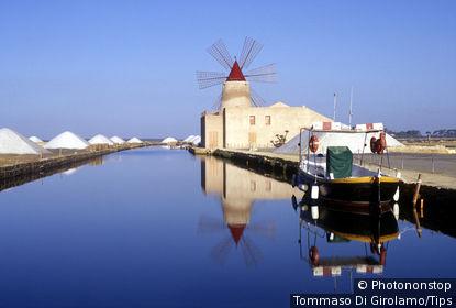 Italy, Sicily, Trapani. Salt ponds