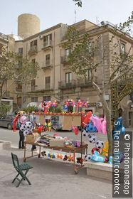 Italie, Sicile, Salemi, marchand de ballons