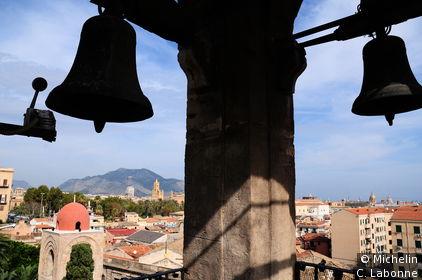 La ville vue depuis le campanil d'une eglise juxtaposée à San Giovanni Degli Eremiti