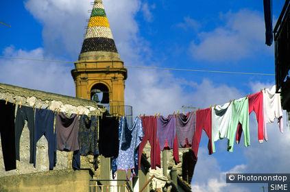 Pietraperzia, clothesline. Italie, Sicile,