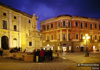 Italie, Sardaigne, Oristano, Zone Méditerranéenne, Province de Oristano - Piazza D'Arberea
