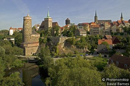Allemagne, Saxe, Bautzen, la vieille ville, ancien chateau d'eau et église St Michel au bord de la Sprée