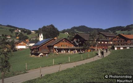 Österreich, Vorarlberg, Schwarzenberg, Ortsansicht, Angelika-Kauffmann-Saal, Touristen, Sommer Europa, Bregenzerwald, Bergdorf, Gebäude, Veranstaltungssaal, Schubertiade, Touristen, Kultur, Sommer, außen