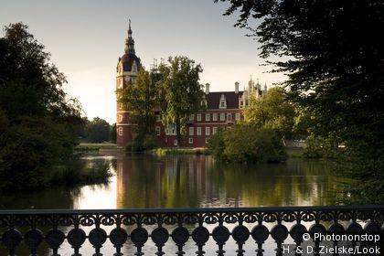 Das Neue Schloss von Bad Muskau, Fuerst-Pueckler-Park, (UNESCO world heritage site), Bad Muskau, Saxony, Germany, Europe