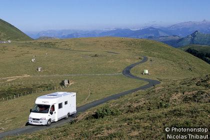 64. Pays Basque, camping car sur la montagne d'Ahusquy en Haute Soule (région de Tardets-Sorholus)