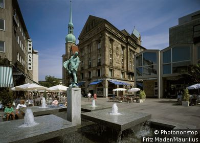 Germany, North Rhine-Westphalia, Dortmund, St. Reinholdikirche wells city, sight, Lord's house, sacral-construction, church St. Reinholdi, steeple, market place, houses, buildings, businesses, cafes, cafe, fountains, figure, statue, well-figure, out