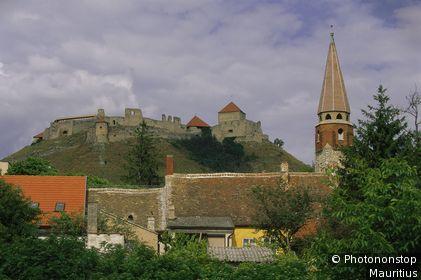 Ungarn, Sümeg, Ortsansicht, Himmelfahrtskirche, Kirchturm, Berg, Burg Sümeg.