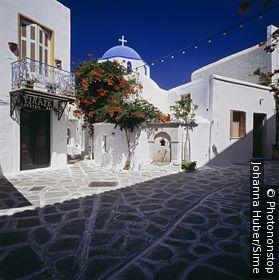 Grèce, îles égéennes, Cyclades, île de Paros, Zone Méditerranéenne - Typical church in Paroikia town