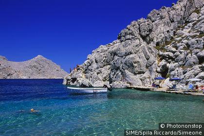 Pedi Bay, Agios Nikolaos Beach. Grèce, îles égéennes, Dodécanèse, Île de Symi
