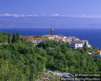 Croatia, Istria, Brsek, locality perspective, lake,destination, place, coast-place, coast, coast-landscape, Adriatic Sea, houses, residences, roofs, church, tower, steeple, view, wideness, distance,