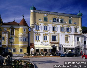 Austria / Oberösterreich / Mauthausen / House on the waterfront of the Danube in Mauthausen,Danube valley