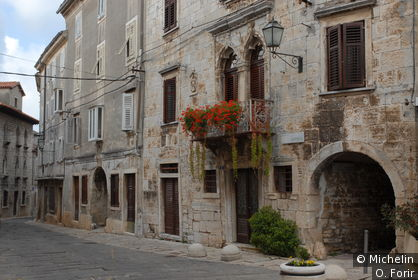 Dans la rue Castello.
