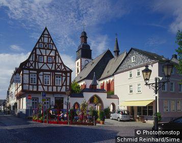 Germany, Deutschland, Rhineland-Palatinate, Rheinland-Pfalz, Hunsrück, Market place in Kirchberg