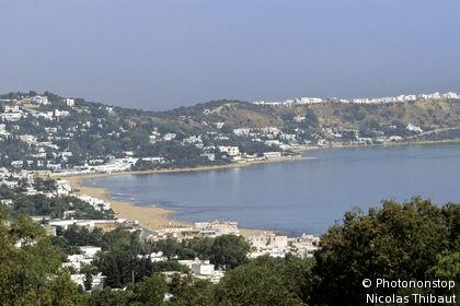 Tunisie, gouvernorat de Tunis, La Marsa, paysage avec la ville et la baie de Tunis