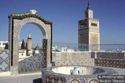 Tunisie, Tunis, minaret de la Grande mosquée Zitouna, vu depuis les terrasses de la médina (patrimoine mondial de l'Unesco)