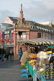 marché devant fontaine renaissance