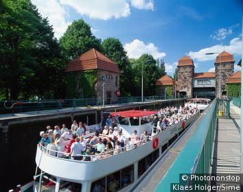 Germany / North Rhine-Westphalia, Nordrhein-Westfalen / Minden / Passenger ship in the lock, Ostwestfalen-Lippe