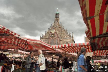 St.Lorenzkirche depuis le marché