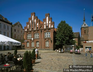 Germany, Schleswig-Holstein, Rendsburg, Alto-city-dweller Markt, town hall, St. Mary's Church, Northern Germany,
