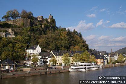 Germany, Rhineland-Palatinate, Saartal, Saarburg, sub-city, castle-ruin, Saar, trip-ship,