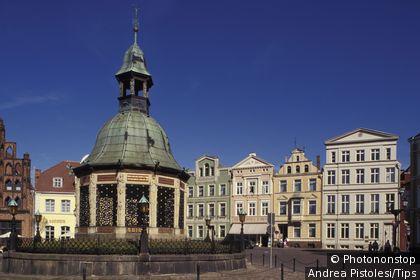 Germany, Mecklenburg-Western Pomerania, Wismar, Markt, Wasserkunst