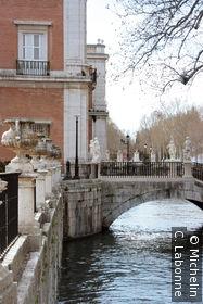 Pont reliant Jardin del Parterre et Jardin de la Isla