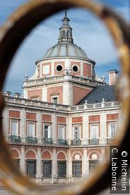 Palacio Real vu entre les dorures du portail