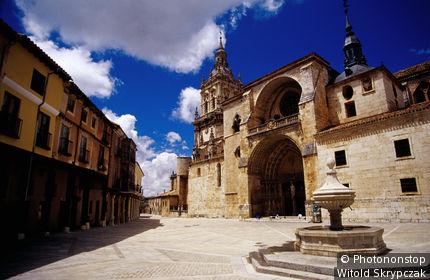 Spain, Castilla-y Leon, El Burgo de Osma, Plaza de la Cathedral.