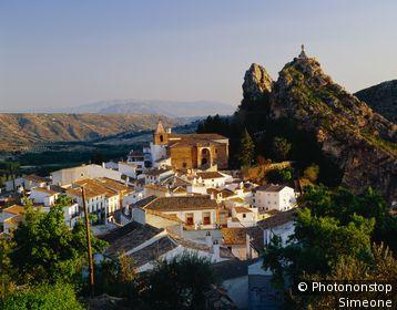 Espagne, Andalousie, Castril, vue plongeante sur le village, promontoire rocheux