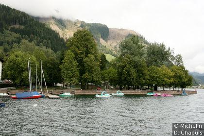 Promenade sur les bords du lac de Zell