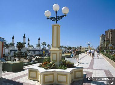 Espagne, Andalousie, province de Malaga, Costa del Sol, Fuengirola, promenade en front de mer