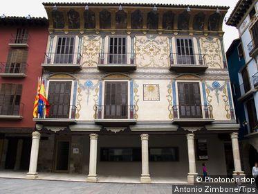 Palacio del S.XVI con pinturas murales _ Ayuntamiento y Plaza Mayor de Graus _ Ribagorza _ Huesca