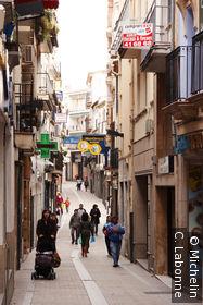 Rue commercante dans le vieux Plasencia