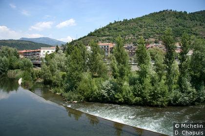Le village au bord de la rivière