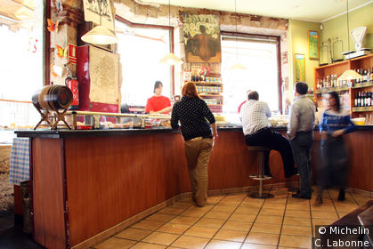 Dans un bar au cœur de la vieille ville