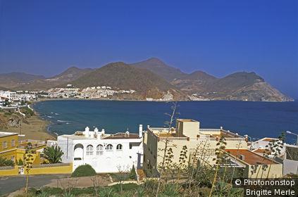 Espagne, Andalousie, parc naturel de Cabo de Gata-Nijar, village de San José au bord de la mer