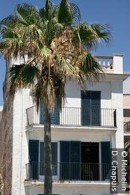 Immeuble en bordure de la plage Alegre